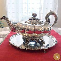 Антикварный чайник с подносом, 1832 год