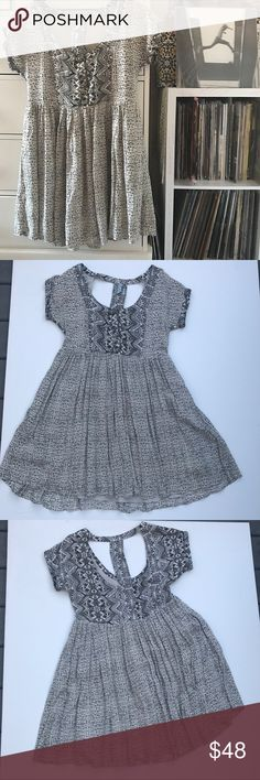 FP Printed Aztec Babydoll Dress Free People  Babydoll Dress  Aztec printed Cut out back detail  Gray black tribal print  Size xs Measurements  34''BUST 30''Waist  32''Length  Amazing like new condition 9/10 Pg15gw Free People Dresses Mini