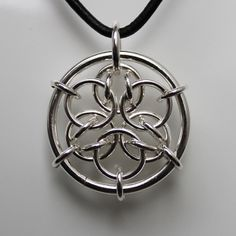 chainmail jewelry pendant - Looks like a nice stabilization of the inverted aura formation.