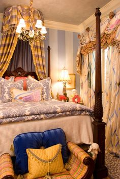 custom fancy nancy bedroom from knotting hill by kimberly grigg  #BooksToBed #StoryRooms #CharacterDesign #FantacyBedroom