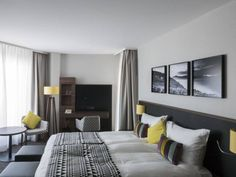 Rooms Hotel Astra Restaurants, Hotels, Rooms, Bed, Furniture, Home Decor, Bedrooms, Decoration Home, Coins