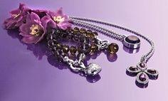 Vandaag kies ik paars van Kagi Jewellery van de Enchanted collectie. Paarse kruisbessen kleur kettingen en hangers. Vandaag op klantenbezoek.