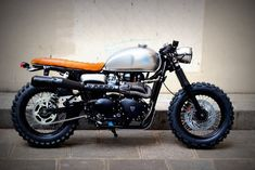 This beautiful Triumph cafe racer/dirt tracker is the most recent creation from Vintage Racers, a Paris based motorcycle club, blog and garage....