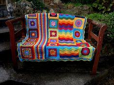 Groovy-ghan qué bello y colorido. Yo quiero una!!! no tengo tiempo de tejer...