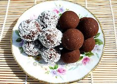 Chocolate Balls - a simple, healthy and delicious way to use up leftover pulp from making raw almond milk. They are gluten-free, with no added sugar. Almond Pulp, Make Almond Milk, Homemade Almond Milk, Almond Meal, Almond Flour, Paleo Dessert, Vegan Desserts, Raw Food Recipes, Okara Recipes