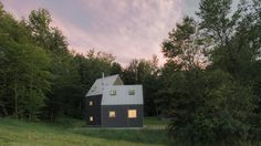 Modern cabin made of two angled volumes rises in Vermont - Curbedclockmenumore-arrownoyes : Inspired by the region's vernacular architecture of barns and sheds