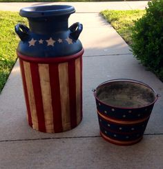 Vintage Americana milk can and bucket (rustic porches milk jug) Americana Crafts, Patriotic Crafts, July Crafts, Primitive Crafts, Do It Yourself Furniture, Do It Yourself Home, Milk Can Decor, Painted Milk Cans, Vintage Outdoor Furniture