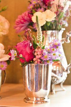 Lovely color flower arrangement in silverware for a wedding. Flower Arrangements, Glass Vase, Wedding Flowers, Table Decorations, Color, Home Decor, Floral Arrangements, Decoration Home, Room Decor
