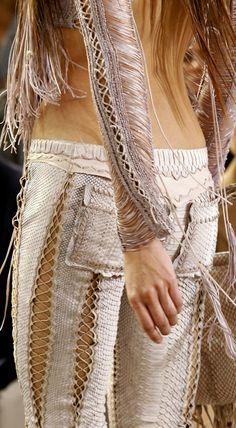 Roberto Cavalli Spring 2011 Ready-to-Wear Fashion Show Hippie Style, Gypsy Style, Hippie Chic, My Style, Club Style, Bohemian Mode, Bohemian Style, Boho Chic, Fashion Details