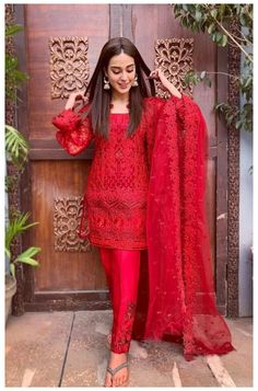 Beautiful Pakistani Dresses, Pakistani Dresses Casual, Pakistani Bridal Dresses, Pakistani Dress Design, Casual Dresses, Wedding Salwar Suits, Salwar Suits Party Wear, Dress Indian Style, Indian Fashion Dresses