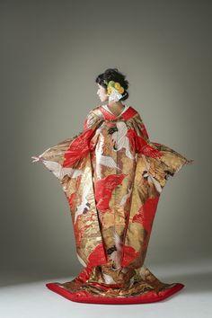 雪輪鶴の写真.3 Yukata Kimono, Kimono Dress, Japanese Costume, Japanese Kimono, Traditional Kimono, Traditional Outfits, Asian Image, Kimono Design, Wedding Kimono