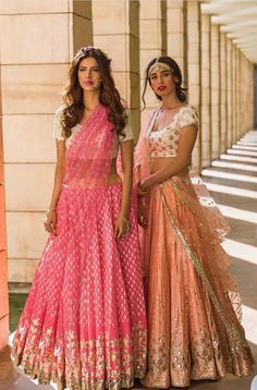 Orange and pink dress Indian Bridal Wear, Indian Wedding Outfits, Pakistani Outfits, Indian Outfits, Orange Lehenga, Indian Lehenga, Indian Look, Indian Ethnic Wear, Ethnic Fashion