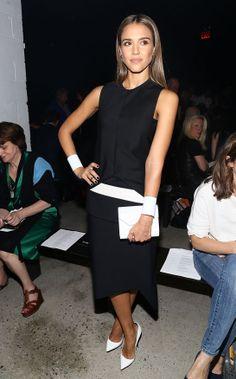 Jessica Alba porte une robe noire Narciso Rodriguez automne-hiver 2013-14 http://www.vogue.fr/mode/inspirations/diaporama/les-looks-du-mois-de-septembre-des-podiums-a-la-realite/15498/image/863437#!mardi-10-septembre-jessica-alba-porte-une-robe-noire-narciso-rodriguez-automne-hiver-2013-14-lors-du-defile-narciso-rodriguez-printemps-ete-2014