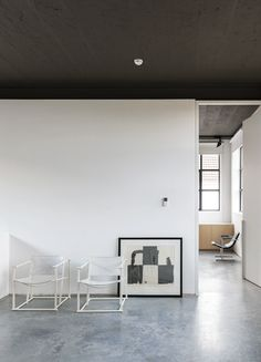 We love this industrial and open daylight 'home'. The contrast between the industrial black and white base and the wooden elements creates a certain tranquility and can never go wrong. Kove interior architects are specialized in total concepts and also in the installation of kitchen and bathrooms. This super