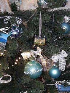 Schloss Hotel Velden, Wahrzeichen der Engelsstadt am Wörthersee Christen, Christmas Bulbs, Holiday Decor, Home Decor, Trees, Homemade Home Decor, Christmas Light Bulbs, Decoration Home