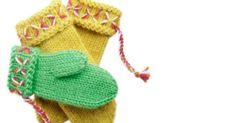 Katso neuleohjeet ja video, joiden avulla opit neulomaan helpot lapaset ilman peukalokiilaa Novitan Huopanen-langasta. Kerrotaan, että ensimmäiset Lovikka-lapaset on neulottu Pohjois-Ruotsissa vuonna 1892. Lämpimistä ja hauskannäköisistä lapasista tuli heti suositut, eikä kyseessä taida olla mikä... Knit Mittens, Knitting Socks, Hand Knitting, Knitted Hats, Knit Socks, Opi, Winter Hats, Gloves, Google