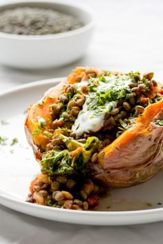 Stuffed Sweet Potatoes with lentils, kale and sun dried tomatoes are a great warming meal when it's freezing cold outside! Note: Bake the Sweet Potatoes longer and at a hotter temp. Sweet Potato Recipes, Veggie Recipes, Vegetarian Recipes, Cooking Recipes, Healthy Recipes, Vegetarian Cooking, Lentil Recipes, Vegan Stuffed Sweet Potato, Salad Recipes