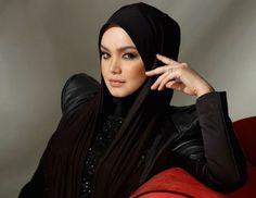 Siti Nurhaliza umum hamil empat bulan   Penyanyi Datuk Siti Nurhaliza mengumumkan hamil empat bulan.  Foto failKUALA LUMPUR 13 Okt  Penyanyi nombor satu negara Datuk Siti Nurhaliza mengesahkan tanda tanya ramai mengenai kehamilannya apabila mengumumkan kandungan yang berusia empat bulan.  Pengumuman dibuat Siti di kediamannya di Ampang Selangor malam tadi.  Spekulasi bertiup kencang tentang kehamilannya sejak beberapa bulan lalu namun tidak disahkan Siti sendiri mahu pun suaminya Datuk Seri…
