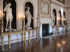 Syon House, State Dining Room, Robert Adam, view along inside wall with fireplace and sculptures in niches. Neoclassical Interior, Neoclassical Architecture, Architecture Plan, Architecture Details, London Mansion, Country House Interior, Country Houses, Romantic Homes, Classic Interior