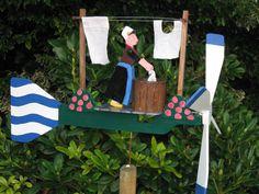 DE MALLE MOLEN www.windmolentjes.blogspot.com Windmolentjes met een bewegend figuur Garden Design, Hobbies, Birds, Wind Spinners, Wood Toys, Steamer Trunk, Bird, Landscape Designs, Yard Design