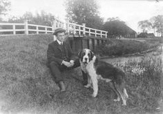 Mindert Evert Hepkema met zijn Sint-Bernhard Max, circa 1900-1904. Hepkema richtte in 1909 de Vereniging De Friesche Elf Steden op.