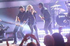 "The Voice 2013: Season 4 Coaches Perform ""Come Together"" (VIDEO) 