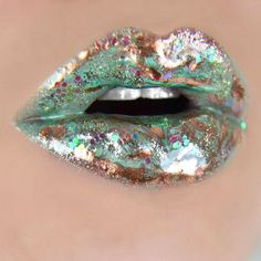 Green and gold lip art