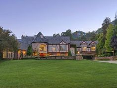 Это не просто дом, это - загородная вилла
