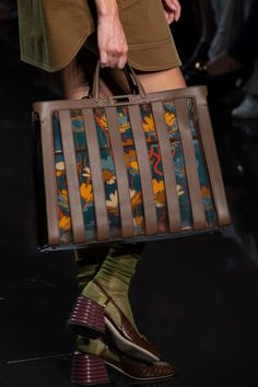 Fendi Spring 2020 Fashion Show Details. All the fashion runway close-up details, shows, and handbags from the Fendi Spring 2020 Fashion Show Details. Luxury Handbags, Fashion Handbags, Fashion Bags, Fashion Accessories, Milan Fashion, Men's Fashion, Designer Purses And Handbags, Luxury Purses, Designer Bags