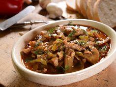 Klasyczny Strogonow - przepis na prosty obiad z wołowiny Japchae, Beef, Chicken, Cooking, Ethnic Recipes, Food, Stroganoff Recipe, Dishes, Recipes