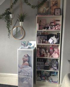 Bedroom Fan, Bedroom Themes, Bedroom Inspo, Girls Bedroom, Bedroom Decor, Bedroom Ideas, Ariana Merch, Ariana Grande Fragrance, Ariana Grande Fans