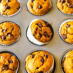 These protein packed banana bread muffins are the perfect easy healthy breakfast, gluten free snack, or refined sugar free dessert. Gluten Free Muffins, Healthy Muffins, Healthy Desserts, Clean Eating Pumpkin Muffins, Healthy Eats, Pumpkin Protein Muffins, Healthy Dishes, Healthy Life