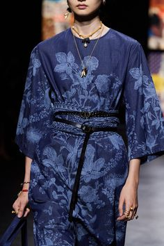 Christian Dior Spring 2021 Ready-to-Wear collection, runway looks, beauty, models, and reviews. Dior Fashion, Fashion Week, Fashion Show, Fashion Trends, Fashion Inspiration, Mens Fashion, Christian Dior, Vogue Paris, Fashion Details