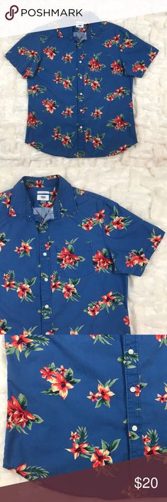 """Old Navy • Slim Fit Tropical Short Sleeve ButtonUp In good Used condition • 23"""" pit-pit • 28"""" shoulder-Hem • Round Hem at bottom • Left Breast pocket • Perfect for a warm vacation / summertime! Old Navy Shirts Casual Button Down Shirts"""