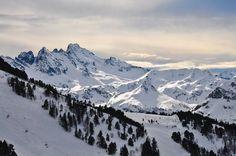 Ski à Ax 3 domaines (Ariège, Midi-Pyrénées, France).  Skifahren in Ax 3 domaines (Ariège, Midi-Pyrenees, Frankreich).  Ski in Ax 3 domaines (Ariège, Midi-Pyrenees, France).
