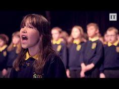 Une enfant autiste chante « Hallelujah » avec la chorale de l'école Kill...