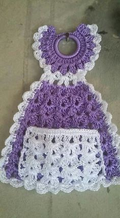 I am looking for this pattern. Please I am willing to purchase if anyone has this pattern. crochet kitchen dress up pot holder Crochet Kitchen, Crochet Home, Crochet Crafts, Crochet Baby, Crochet Projects, Crochet Bookmark Pattern, Crochet Bookmarks, Granny Square Crochet Pattern, Crochet Towel Holders