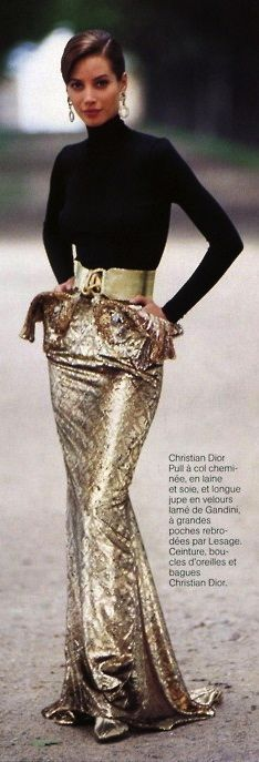 Christy Turlington in Christian Dior by Arthur Elgort, Vogue Paris 1991 Haute Couture Style, Dior Couture, Fashion Week, Look Fashion, High Fashion, Womens Fashion, Vogue Paris, Christy Turlington, Mode Glamour