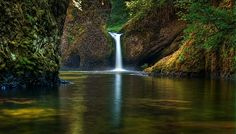 Punch Bowl Falls, Columbia River Gorge, Or