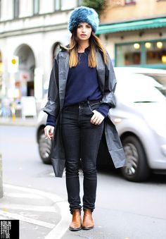 Cold weather wear done well. Berlin Street Style, Berlin Mode, Street Style Summer, Fall Winter Outfits, Winter Wear, Winter Fashion, German Street Fashion, Carnival Outfits, Ski Outfits