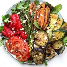 912 отметок «Нравится», 17 комментариев — Eva Hooft 🔜 BALI (@mynutritiouskitchen) в Instagram: «Amazing roasted vegetable salad for dinner 🍠😛 yum!Roasted bell pepper, zucchini, eggplant,…»