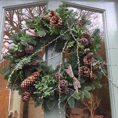 Christmas Tress, Christmas Door Wreaths, Christmas Greenery, Natural Christmas, Diy Christmas Ornaments, Outdoor Christmas, Holiday Wreaths, Christmas Decorations, Xmas