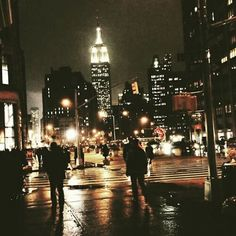New York, the concrete jungle New York Tumblr, Wallpaper City, Grande Route, Empire State Of Mind, City That Never Sleeps, Concrete Jungle, City Living, City Lights, Street Lights