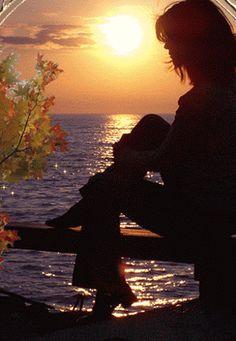 Para o sol da manhã em toda a sua glória  Atende o dia com esperança e conforto também  Você enche minha vida com sorriso, de alguma forma você torná-lo melhor  Melhora meus problemas, é o que você faz  Há um amor menos definido  E seu seu e sua mina  Como o sol  E no final do dia  Devemos dar graças e rezar  Para a um, para a pessoa certa.  © ❤️❤️Van Morrison