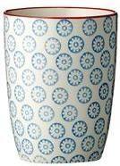Bloomingville - Emma krus fra HjemmeLiv.dk God størrelse til en kop kaffe eller te. Kruset har det fineste blå blomster mønster med rød kant. Mix og match med de andre dele i Emma stellet og lav dit helt eget personlige stel.