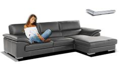 Bellissimo divano angolare moderno con tre cuscini e tre spalliere fisse. E fattibile e anche con spalliere regolabile tramite meccanismo a 6 scatti. Le cuciture al contrasto rendono il modello più alettante e più chic. Ampia seduta e due morbidi cuscini sui bracci servono a riposare comodamente.