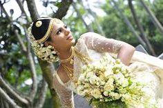 The Sri Lankan Bride beautiful flowers in hair Asian Fashion, Fashion Beauty, Sri Lankan Bride, Indian Wedding Planning, Bridal Outfits, Beautiful Bride, Beautiful Flowers, Wedding Tips, Flowers In Hair