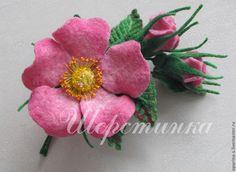 """Купить Брошь войлочная """"Веточка шиповника"""". - розовый, шиповник, розовая роза, брошь-роза"""