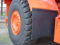 Accu-Trac suspension, Neocon struts    Swing-Out Grille    Wet Disc Brakes