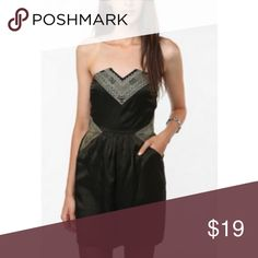 Urban Outfitters écote black and gold dress Ecoté strapless shimmer metallic black gold dress. From Urban Outfitters, size Xs, strapless, has the gripping area to keep from sliding down in the breast area. Side hidden zipper, stretchy in the back area and pockets! Urban Outfitters Dresses Mini